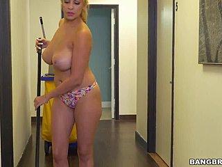 Latina MILF Model mit einem großen Arsch